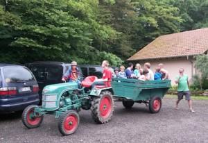 Bereits legendär: Die Traktorfahrt